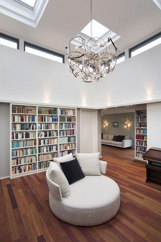 portr t. Black Bedroom Furniture Sets. Home Design Ideas